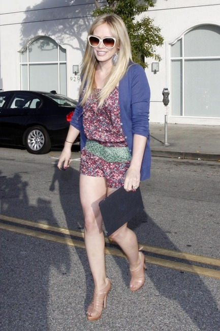 Actress Hilary Duff getting her hair done at the Byron & Tracey Salon in Beverly Hills, CA.(May 19, 2010)
